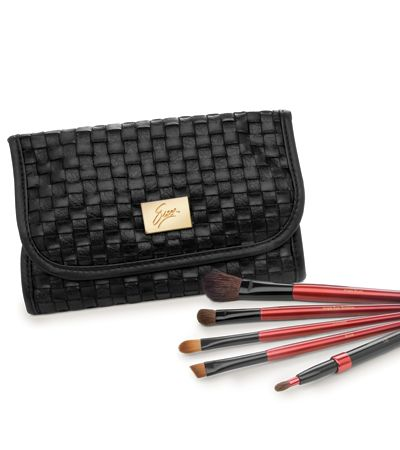 Brush Set - Be quick on the draw and discover the makeup artist within with our ultra-fine quality brushes.