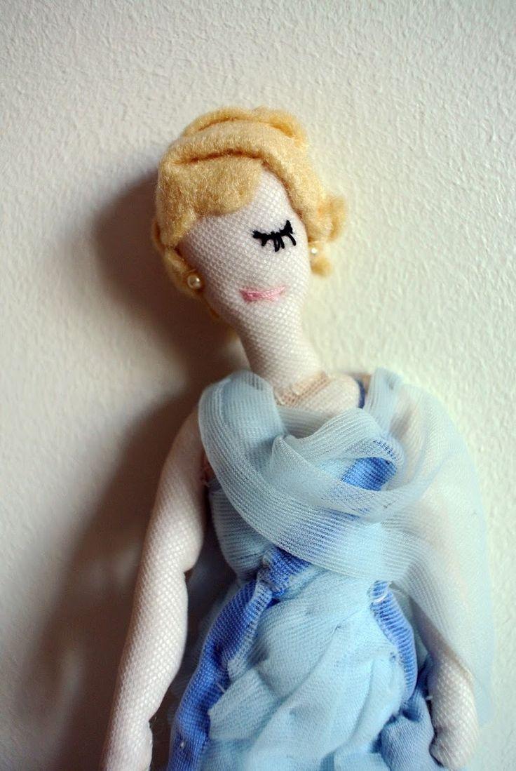 """La petite poupée Grace Kelly dans """"La main au collet"""""""