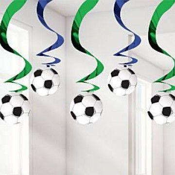 Fodbold hvirvler til loftet