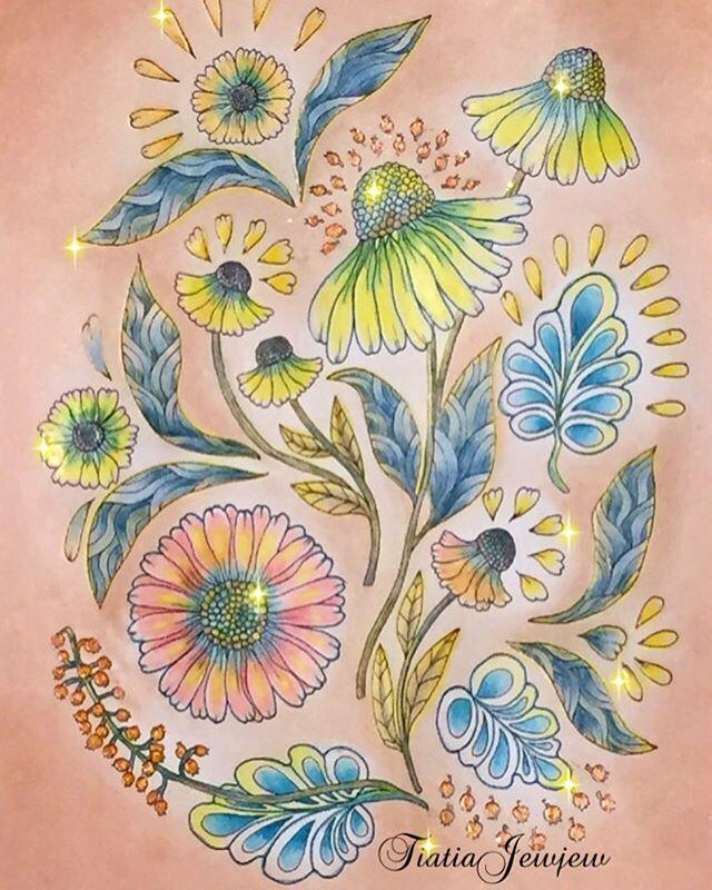 ✨野の花のぬり絵ブック お花はエキナセアとへレニウム よく知らずに塗りましたので不思議色で 背景は、少しラメの入った古いアイシャドウ2種類をチップで重ね塗りしました✨ 娘からキラキラ多くない?と助言あり✨ . . #塗り絵で被災地を励ましたい . #野の花のぬり絵ブック#大人の塗り絵#大人のぬり絵#大人のぬりえ#大人ノ塗リ絵#おとなのぬりえ#ぬりえ#コロリアージュ#ステッドラー#水彩色鉛筆#無印良品#色鉛筆#ダイソー#daiso#パステル#ダーウィン#coloriage#coloringart#coloringbooks#staedtler#noris#karat#デコレーゼ#ラメペン#デコ#花#マリアトロッレ#wildflowers