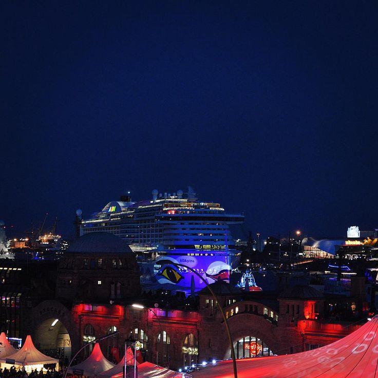 #hamburg #aidaprima #aida #prima #taufe #christening #cruiseship #cruise #beautiful #night #lights #loveit #throwback #tbt #throwbackthursday