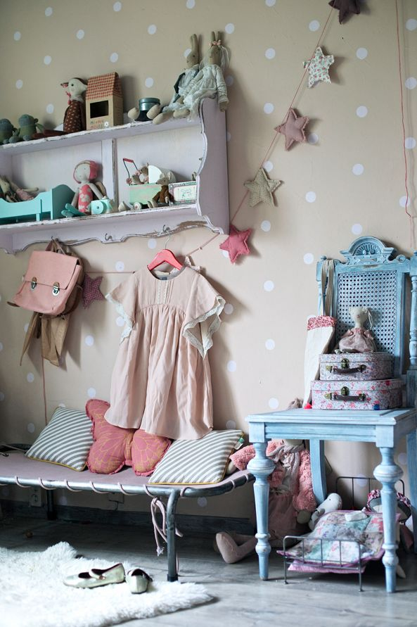 Girls Only | Vivi & Oli-Baby Fashion Life Amazing girl's room in the cottage