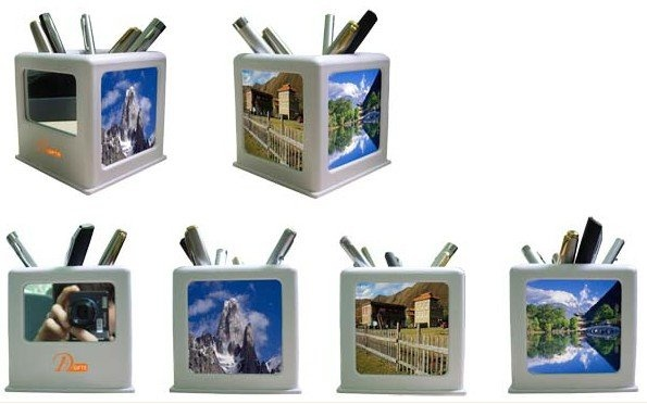 Desk pen/pencil holder that has a mirror and space for 3 photos.  Min 3000, no price.