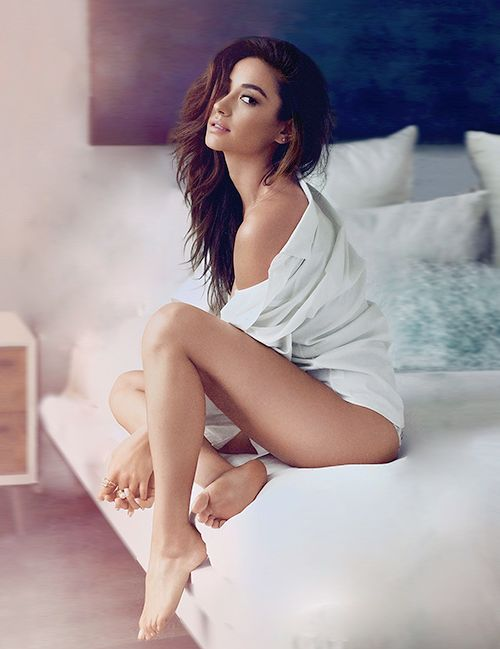 Shay Mitchell Sexy Nude Photos 45