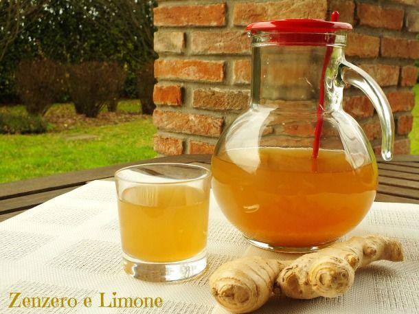 Questa bibita allo zenzero e limone è buonissima, rinfrescante, facile da preparare e soprattutto fa bene. Una sorta di medicina naturale!