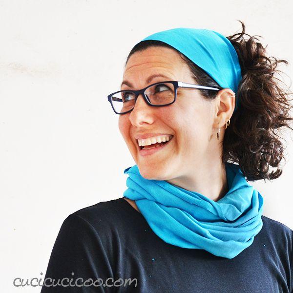 Crea accessori abbinati in un batter d'occhio con delle forbici e una T-shirt! Puoi fare questa fascia per i capelli e una sciarpa infinity in 30 secondi soli con solo 4 tagli! Semplicissimo tutorial di refashion di www.cucicucicoo.com