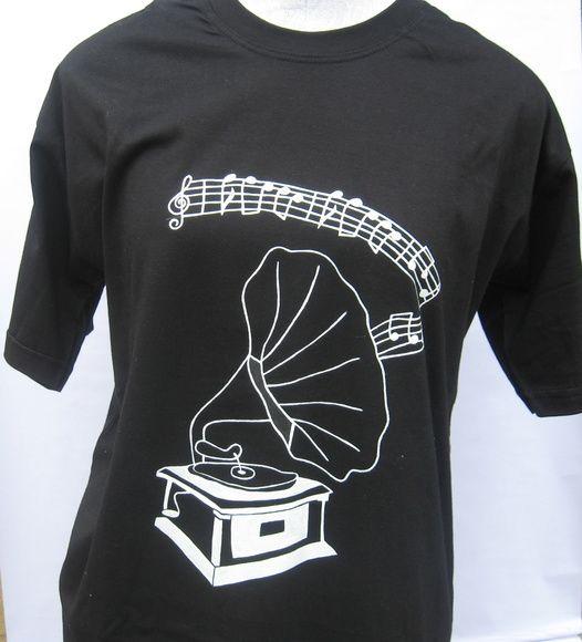 camiseta Gramofone #diadospais #camisetaspintadasamão #estampasexclusivas #camisetas #camisetaspersonalisadas #camisetaspoeticas #musica #vintage #retrô
