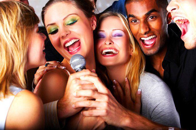 Retrospectiva 2015 Olá pessoal!! Cantar, cantarolar, abrir a boca e emitir sons – estando sozinho ou andando na rua sem perceber que tem alguém te ouvindo –, faz bem. O som que passa por suas corda…