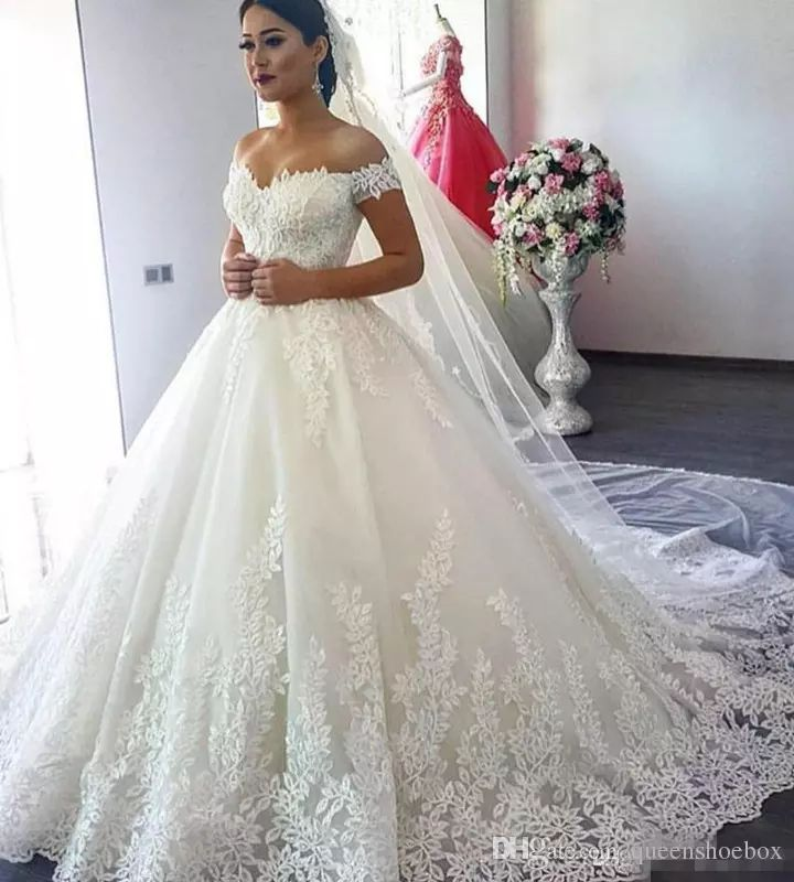 Amazing  Luxury Vintage Lace Applique Cathedral Train A line Wedding Dresses Dubai Arabic Off shoulder Princess Modest Bridal Dress