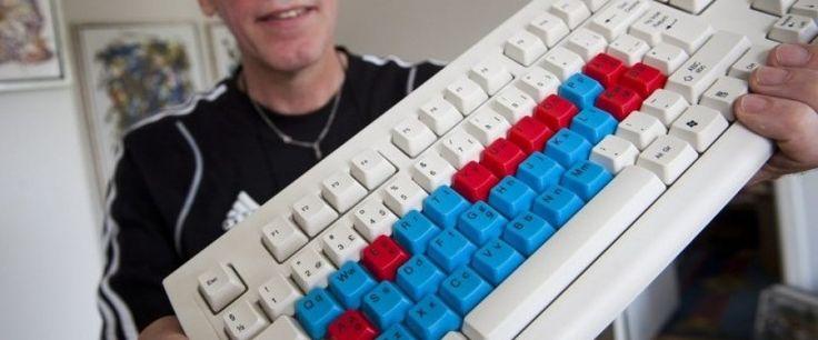 Chriba Alfabettastaturet ® - udviklet til skolebørn, svage læsere, tosprogede, ordblinde og afasi ramte, der kan få en stor hjælp i at se såvel store som små bogstaver på tastaturet i arbejdet med tekstbehandlingen. - Kan købes som tastatur, tæppe, skriveunderlag, musemåtte (og som app til Android i Google Play)