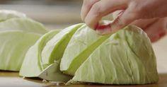 Предлагаем рецепт ароматной и вкусной тушеной капусты.
