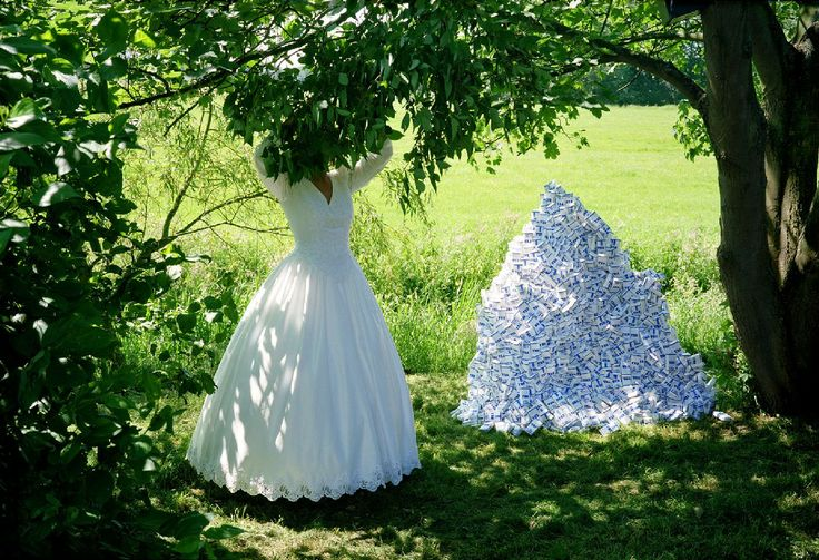 Marijke van Warmerdam in: 'Eat Pray Love' Museum Nairac bruikleen / loan Collectie De Heus - Zomer
