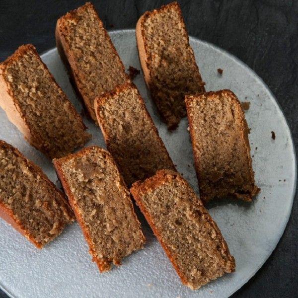 Δοκίμασε το κέικ χωρίς γλουτένη του Στέλιου Παρλιάρου, αφού αντί για αλεύρι περιέχει σκόνη από αμύγδαλα, φουντούκια και καρύδια.