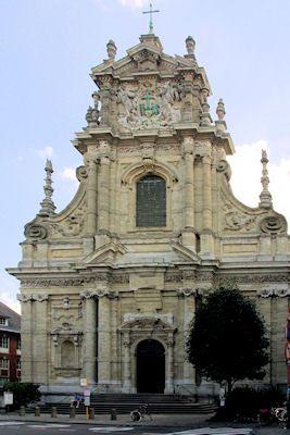 'St Michiel' Deze kerk is te vinden te Leuven in België. Ook wel het zuidelijke Nederlanden. De kerk is gebouwd door Hesius. De Voorgevel is gebouwd tussen de jaren 1651 en 1671. De voorgevel is tipisch barok. In het zuiden was er meer sprake van barok omdat de meerderheid katholiek was. De katholieken moesten in de tijd van de barok hun 'come-back' maken. Er is te zien aan deze voorgevel dat men contrasten gebruikten. Zoals dubbele rijen pilaren, uitbundig versierd, pracht en praal etc.