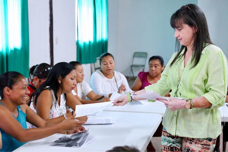"""El Gobierno de Solidaridad encabezado por la Presidenta Municipal, Cristina Torres Gómez, entregó a 15 mujeres emprendedoras cheques por tres mil pesos, luego de que concluyeran el curso de capacitación para el emprendimiento al que accedieron al inscribirse al programa """"Créditos a la palabra para mujeres emprendedoras"""". En este sentido, la Directora General de Desarrollo…"""