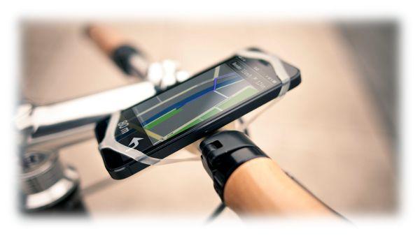 enza troppe parole, il miglior portatelefono da manubrio per bici. Incredibile stabilità associata a un design pratico e minimal. Basta quegli orrendi supporti di plastica! Stabile e sicuro, non teme salti dal marciapiede e fondi sconnessi! E ogni confezione incude anche un buono da € 4,49 per il download di uno dei citypack dell'app BikeCityGuide! Qualità made in Austria.