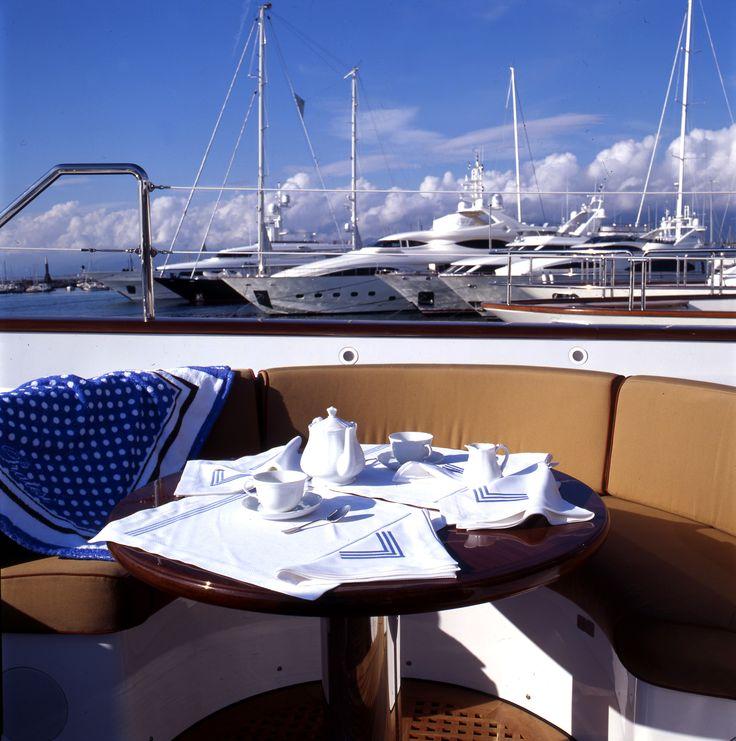 Breakfast with Pratesi on the Sea  #pratesi #pratesiluxurylinens #luxury #yacht #luxurylife #sea #elegance #monacoyachtshow #table #madeinitaly #fashion #bedding