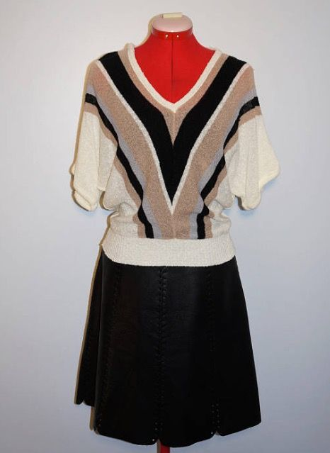 This vintage top, made in Canada, medium size is in the shop   https://www.etsy.com/in-en/shop/AKOVAStudio