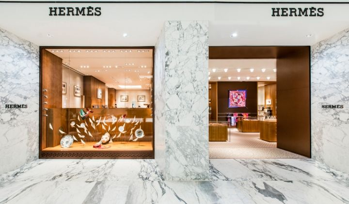 Situated in the heart of town smack on Dam square, the ground floor obviously is its main showcase. Infused with slabs of white marble, it's here where a select number of luxury brands have been granted a shop-in-shop, and not surprisingly, Hermès made the cut.