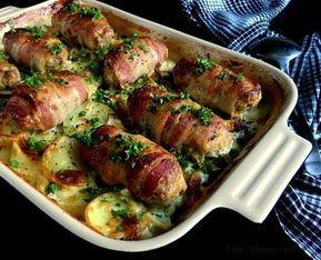 Baconruller på porre-kartoffelbund. En skøn kombination af fars og bacon tilberedt i ovnen med flødebagte kartofler og porrer. Nem og lækker mad i fad...