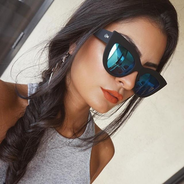 Stunning @readysetglamour in the Quay KITTI Sunglasses Black Blue Mirror