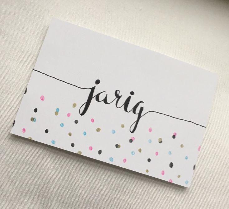 Leuk kaartje om te geven als iemand jarig is. Hij is enkelzijdig, en aan de achterkant helemaal wit. grootte: A6. 001