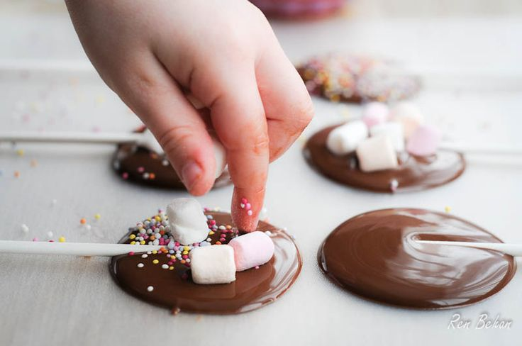 Homemade Mother's Day Chocolates - Puddles and Lollipops (that Dads can help with!) - Fabulicious Food