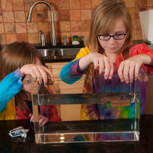 Science experiments don't require a lot of special equipment or a long time to set up. You can perform fun and educational experiments right in your own home that are just as exciting and intriguing as those you'd conduct in a laboratory, and you can do them in only 10 minutes.
