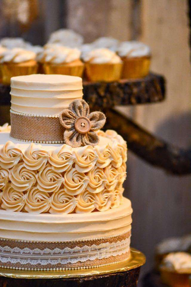 shabby chic bridal shower cakes%0A Rustic Wedding Party Ideas