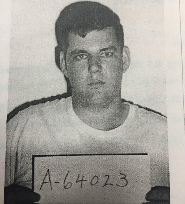 #интересное  В США арестовали преступника, совершившего побег 48 лет назад (3 фото)   Полиция штата Коннектикут, США, арестовала 71-летнего Роберта Стаковица (Robert Stackowitz), совершившего побег из тюрьмы 48 лет назад. Беглый преступник жил в небольшом пригороде Хартфорд�