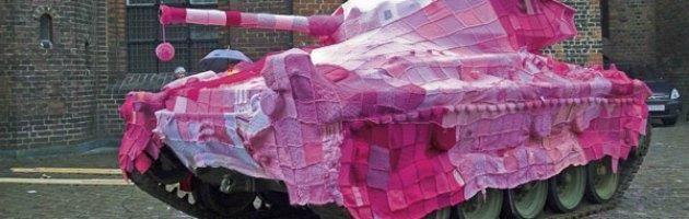 yarn-bombing_knitting street art by Magda Sayeg