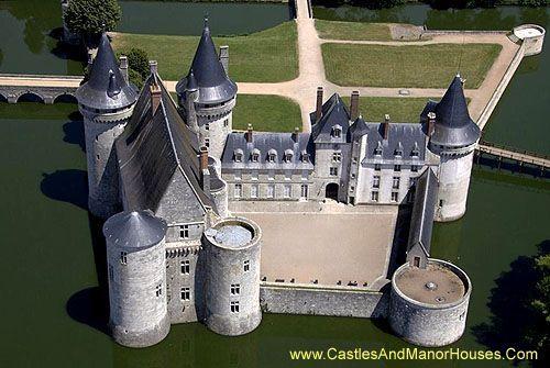 Château de Sully-sur-Loire, Sully-sur-Loire, Loiret, France. www.castlesandmanorhouses.com