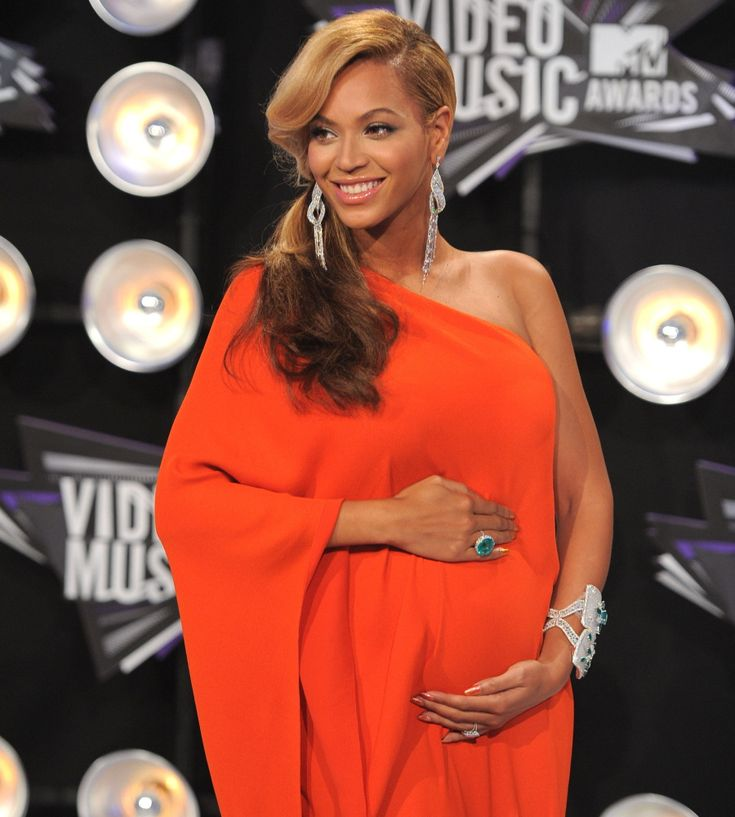 Cele|bitchy | Is Beyonce pregnant & will she debut a pillowy bump at the Super Bowl?