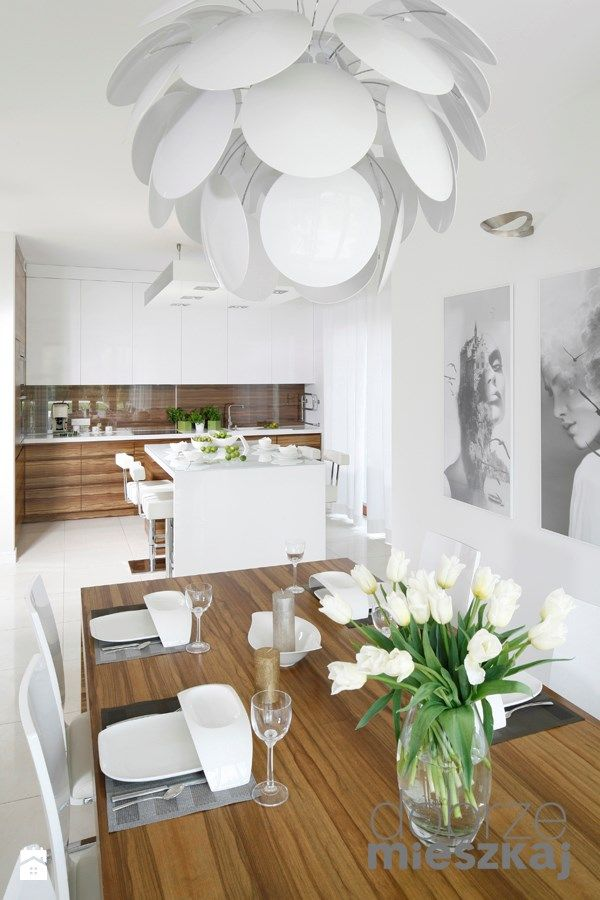 Aranżacje wnętrz - Jadalnia: LA CASA BLANCA - Ludwinowska Studio Architektury. Przeglądaj, dodawaj i zapisuj najlepsze zdjęcia, pomysły i inspiracje designerskie. W bazie mamy już prawie milion fotografii!