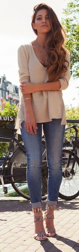 top + cropped jeans + sandals