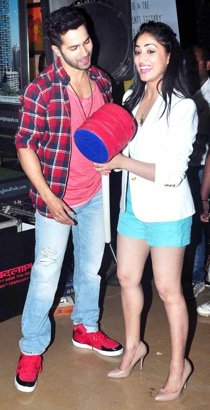 'Badlapur' co-stars Varun Dhawan and Yami Gautam at a mall in Mumbai.