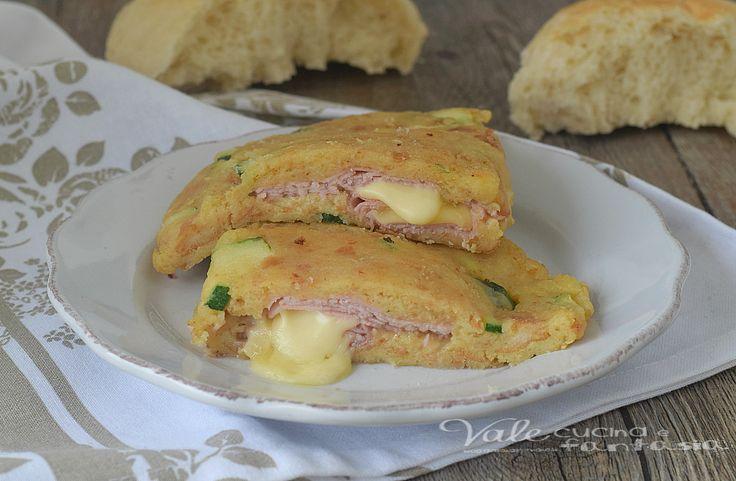 CALZONE DI PANE con zucchine prosciutto e formaggio, ricetta facile e veloce, ricetta con il pane, ricetta economica e gustosa