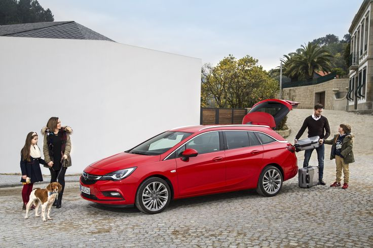 The latest generation Sports Tourer has almost the same dimensions as the outgoing model with a length of 4,702 millimeters, a width of 1,871 millimeters (with exterior mirrors folded in) and a height of 1,510 millimeters – however, it offers much more space for passengers and luggage.