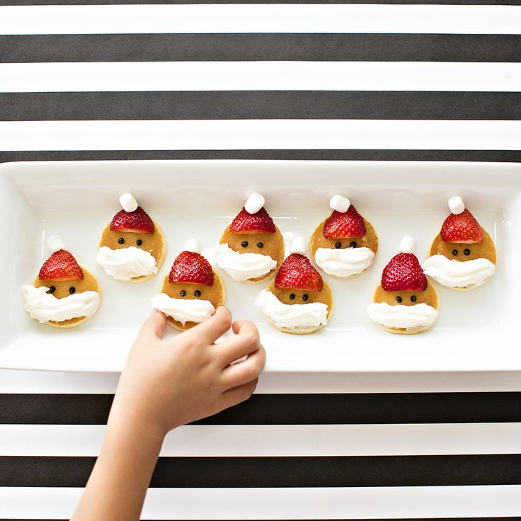 Mini Santa Pancakes. Cute and easy Christmas Breakfast for Kids.