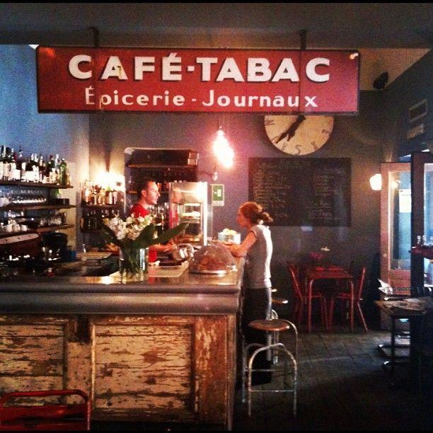 Bar del Fico é un ottimo posto per fare l'aperitivo. Il prezzo della bevanda é contenuto e puoi usufruire del buffet free.