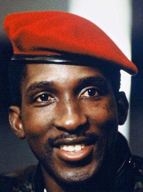 Thomas Sankara (1949-1987), homme politique anti-impérialiste, panafricaniste et tiers-mondiste burkinabé.