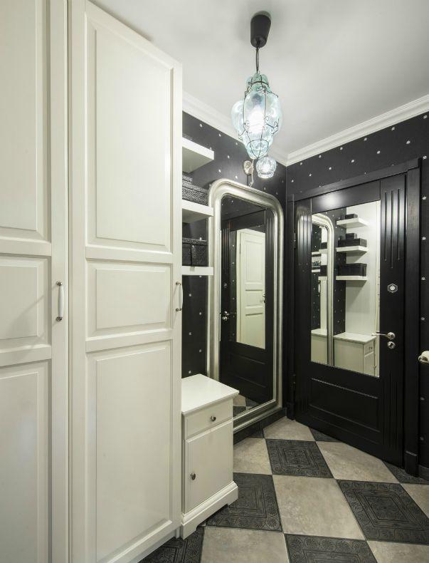 Стандартная угловая хрущевка с одной комнатой, маленькой кухней и тесным коридором превращается… Превращается… в двухкомнатную квартиру с просторной кухней-гостиной и солнечной изолированной спальней!