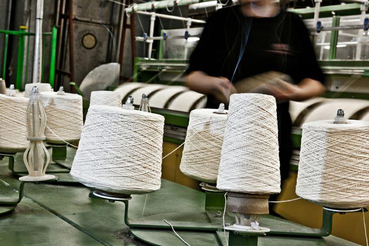 Råhvitt bomullsgarn og Alpacca fra India og Peru #fabrikk
