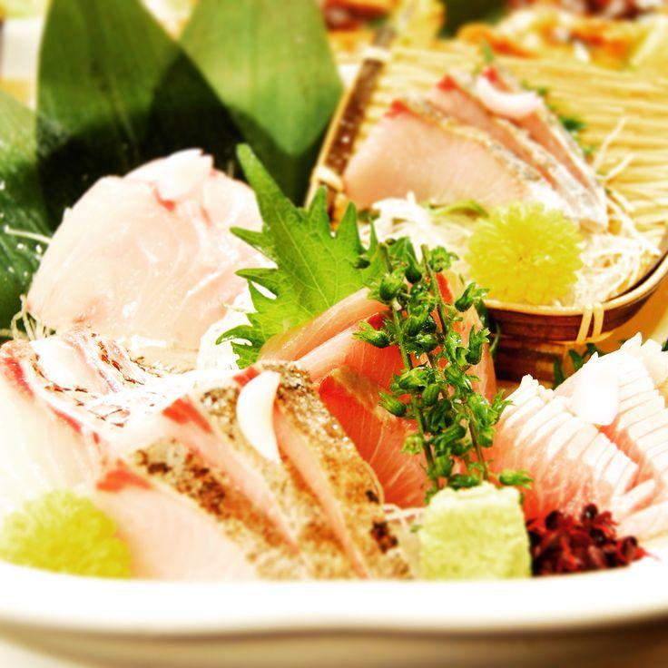 週明けから雨ですがお刺し身で一杯いかがでしょうか?  本日の鮮魚は…まぐろ、金目鯛、サーモン、平目のお刺し身に、真鯛、金目鯛のカブトは塩焼きか煮付けでお出しします。 盛り合わせもあります。  日本酒、焼酎と合わせてどうぞ。  #門前仲町 #居酒屋 #魚 #お刺し身 #ILoveYouTokyo