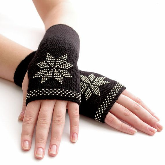 Very soft and cozy merino wool and acrylic blend beaded mits by Evarica