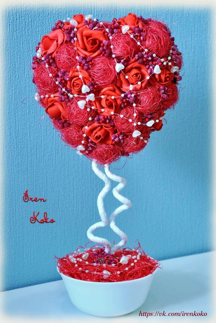 Высота композиции 30 см, размер сердца: высота 15см, ширина 14 см. В работе использованы: латексные розочки, сизаль, сахарные веточки, бусы, рафия, керамическое кашпо.