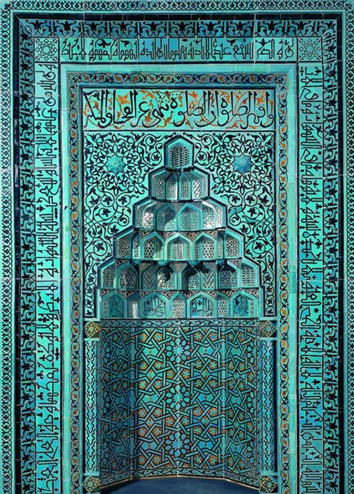 Prayer niche (mihrab) of the Beyhekim Mosque / Provenance : Konya / Date :Third Quarter ,Thirteenth centruy .Seljuk Period / Technique: Mosaic tile, Above the niche runs a verse from Koranic Sure 29. Around three sides in stylized ornamental Kufic the Throne Verse / Dimensions: 395x 280 cm