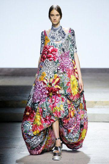http://www.vogue.de/fashion-shows/kollektionen/fruehjahr-2018/london/mary-katrantzou/runway