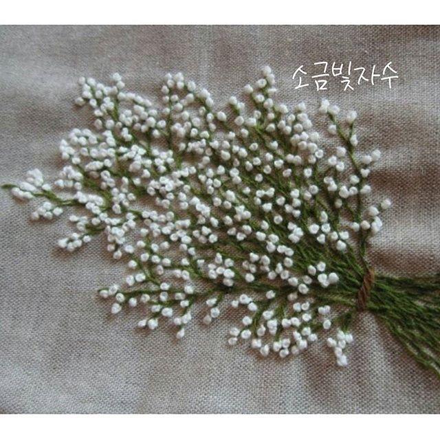 안개꽃은 흰색이 대표적이니 흰 리넨실로 안개꽃을 한 다발 수놓아봅니다. Gypsophila