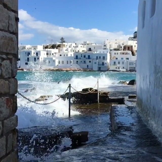 Hear the sound of the waves ☀️. So picturesque Naoussa village, at Paros island (Πάρος).